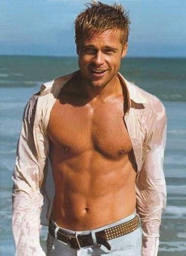 Brad Pitt part en guerre